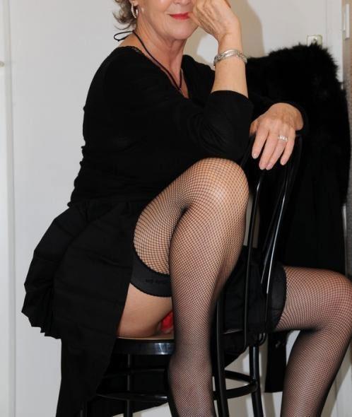 Femme cougar cherche moment de sexe avec un puceau