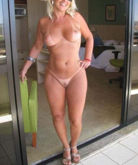 Femme mature expérimentée branle sexe de puceau