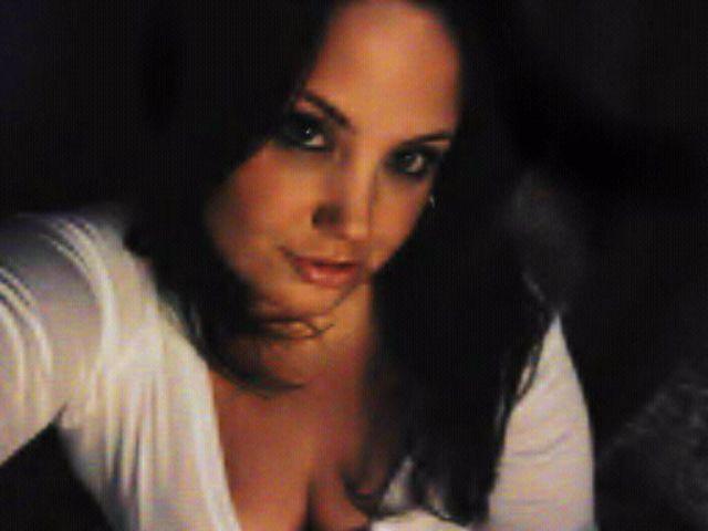 Femme 34 ans cherche à astiquer  une queue de puceau