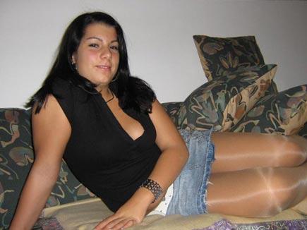 Lea cherche à dépuceler avec ses fesses