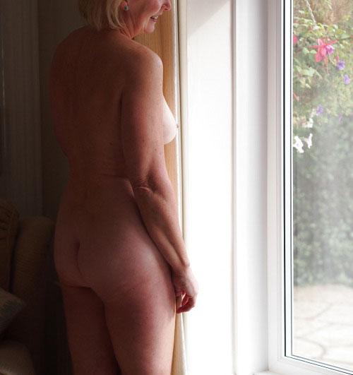 Nicole pour du sexe avec puceau de Auxerre
