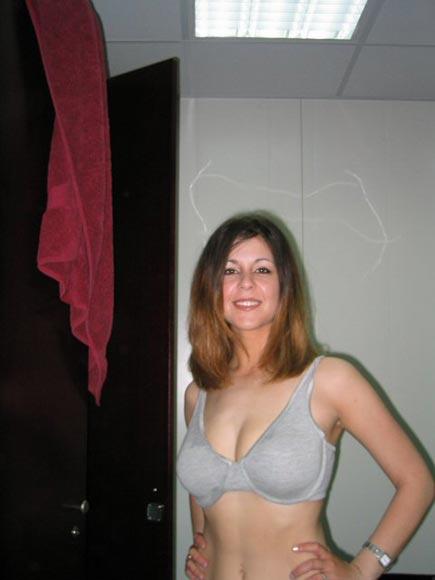 Nicole une femme mariée cherche un jeune puceau